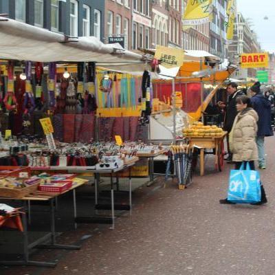 Mensen op een markt