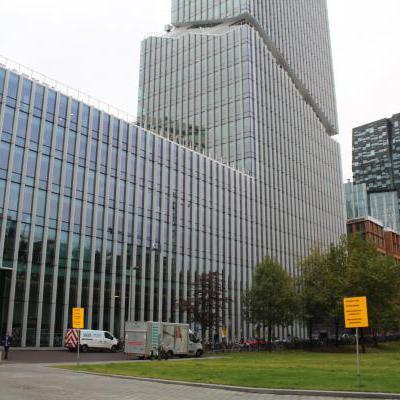 Groot kantoorgebouw