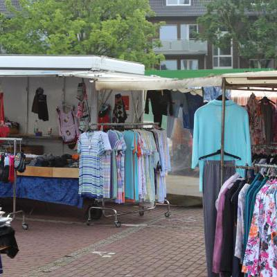 Markt met kleding