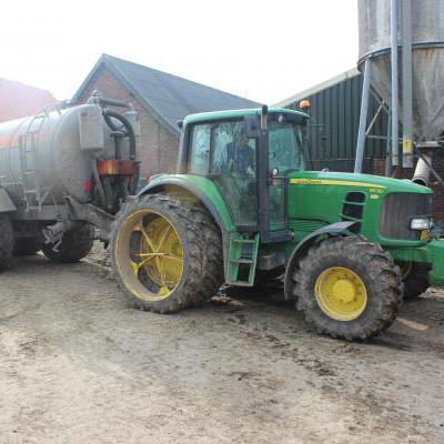 Tractor met mestwagen
