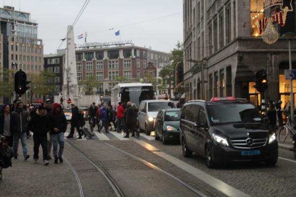 Amsterdam snijdt fors in nieuwbouw en huurdersondersteuning