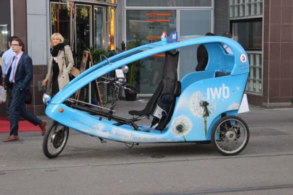 Mansveld versoepelt taxiwetgeving, UberPop blijft verboden
