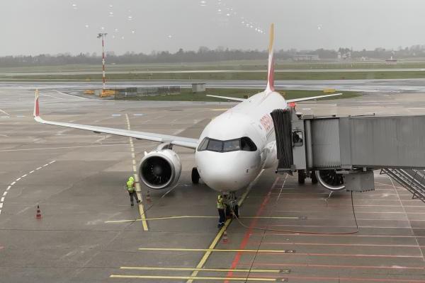 Kleine ondernemers in de reisbranche zien inkomsten halveren tijdens lockdown, horeca verliest 39 procent van inkomsten