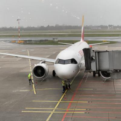 Vliegtuig aan gate