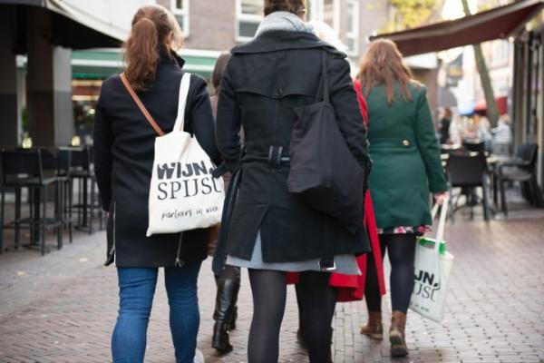 Illegaal culinair wandelen nu toch toegestaan, evenementenbureau in een klap grootste wandelclub van Nederland
