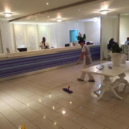 Hotelkamers schoonmaken salaris ochtend schoonmaakwerk - Muur kamer meisje ...